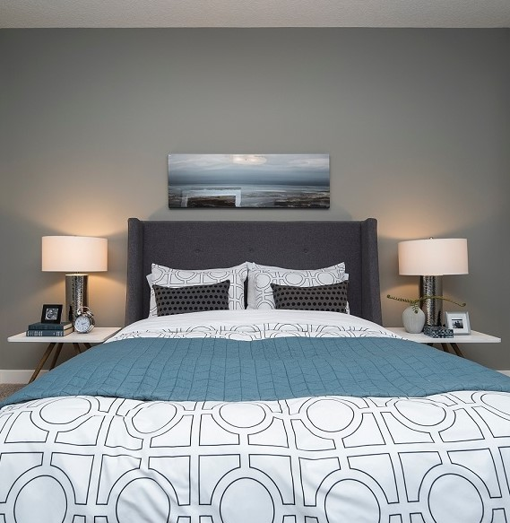 bold wall color in bedroom